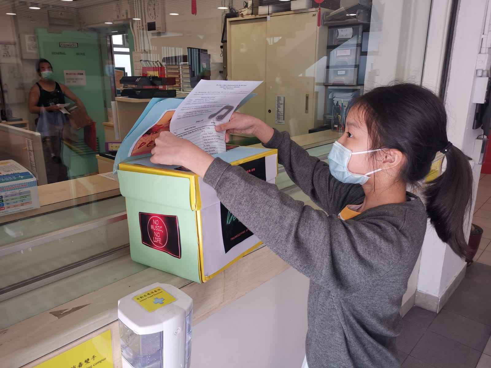 Students putting song dedication forms into the collection box